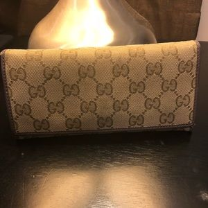 100% Authentic preloved women's Gucci Wallet
